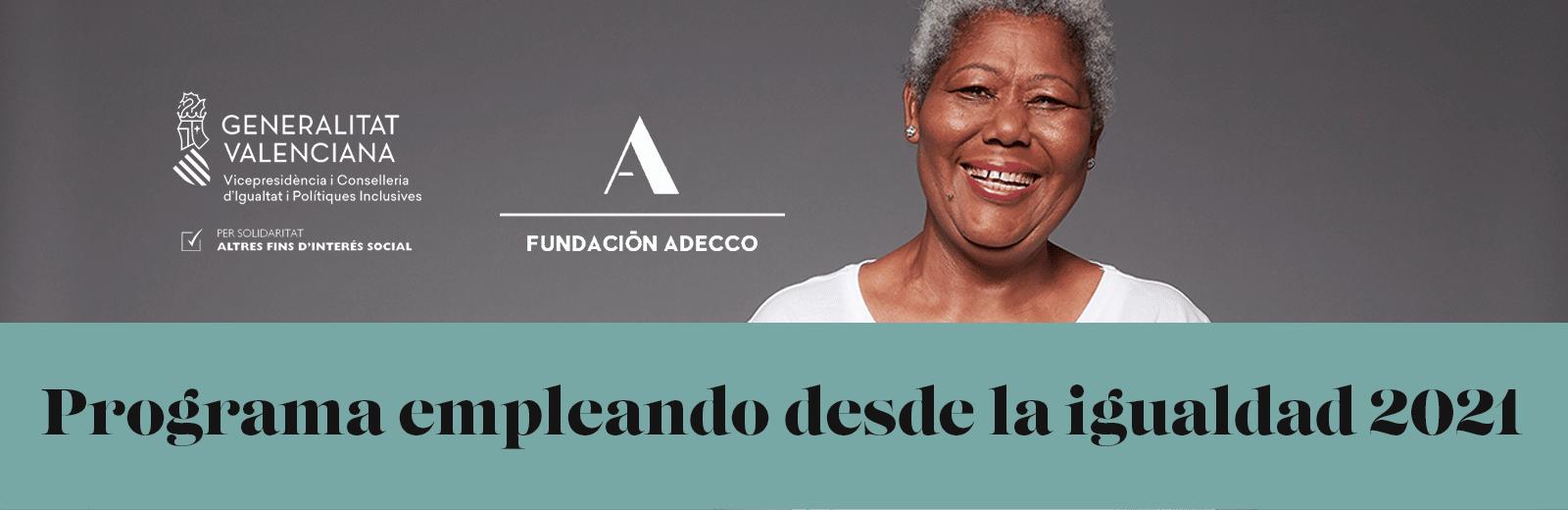 mujer de mediana edad sonriendo