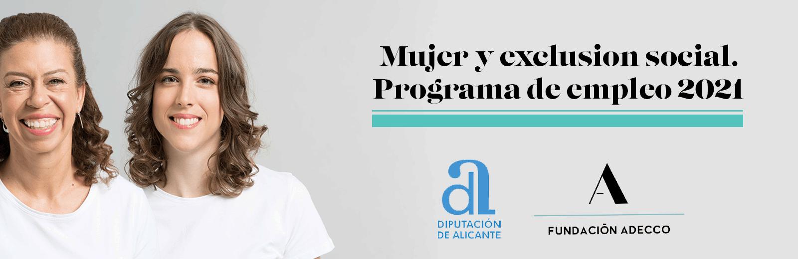 Dos mujeres de mediana edad y joven sonriendo. Programa de empleo mujer y exclusión social.